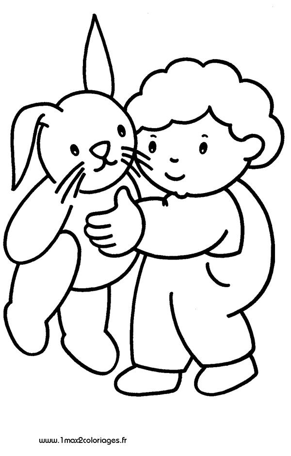 Coloriages pour les 3 4 ans un enfant tient sa peluche - Coloriage pour 2 ans ...